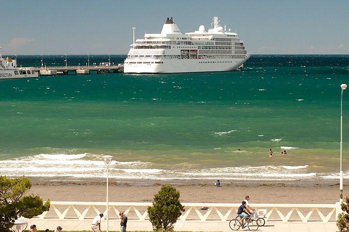 Verano en  Puerto Madryn sol y playas temporada de cruceros
