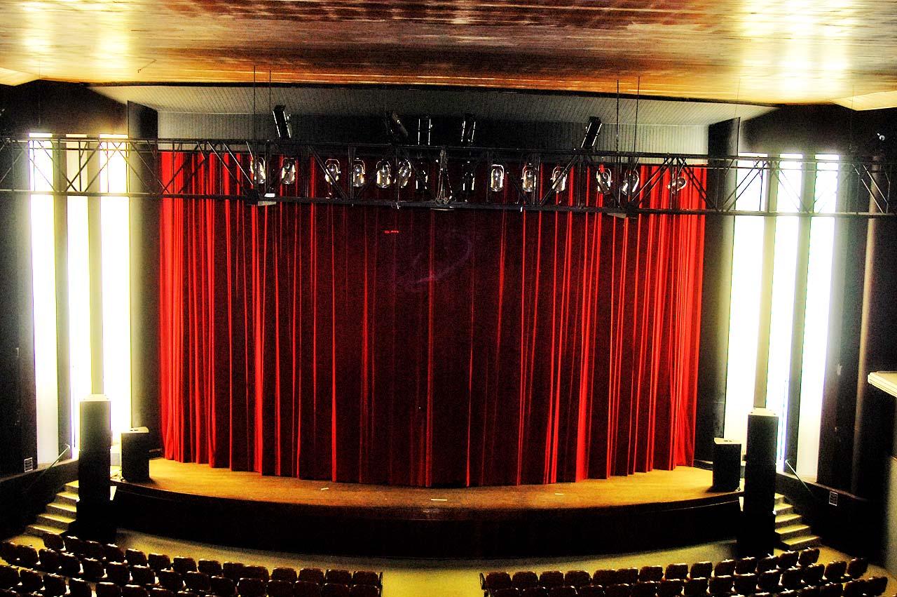 Secretaria Da Cultura De Limeira: Teatro Recebe Corrimãos