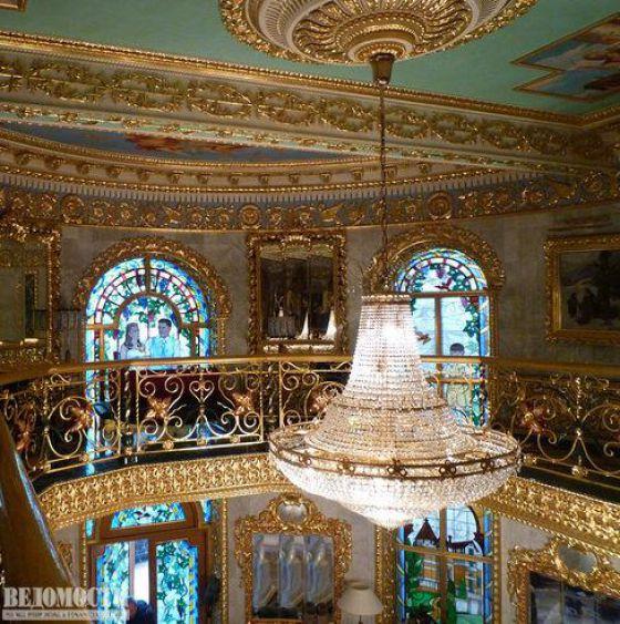 Rumah mewah bertatah emas di Rusia
