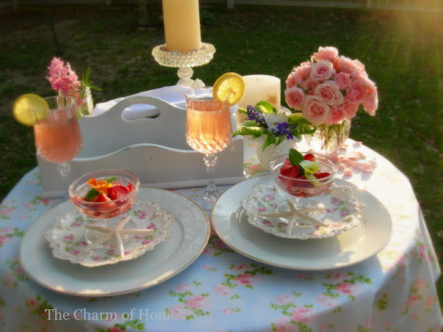 Shabby Chic Garden Table: The Charm of Home