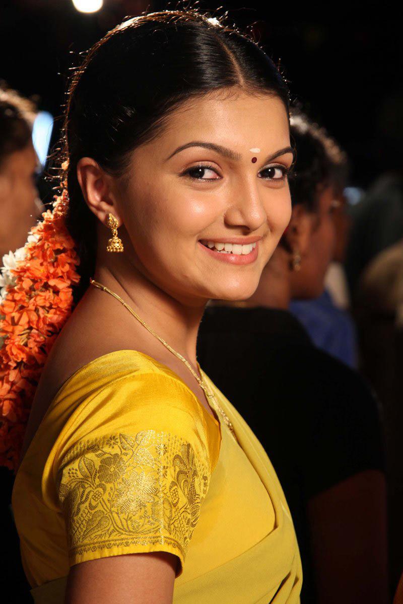Wallpaper 3d Blackberry Theoxygenious Cute Actress Saranya Mohan Telugu Actress