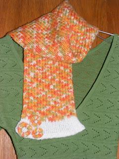 fular tricotat manual portocaliu flori handmade aplicate