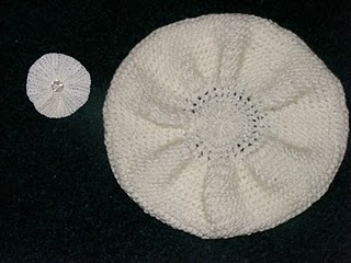 bascuta handmade alba tricotata manual