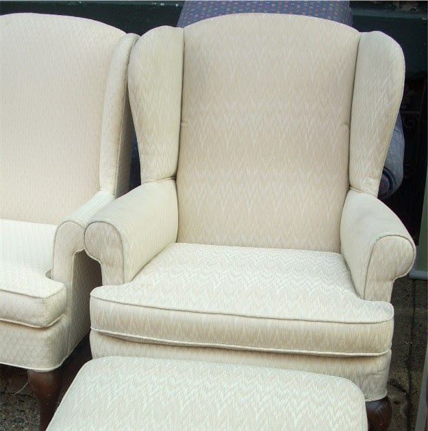 Uhuru Furniture Amp Collectibles Off White Wing Back Chair