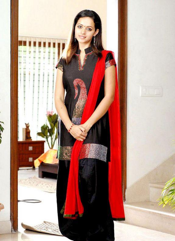 [bhavana-latest-hot-pics-photo-01.jpg]