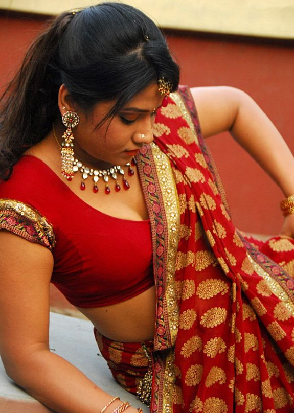 [Actress-Jyothi-Hot-stills-pics-08.jpg]