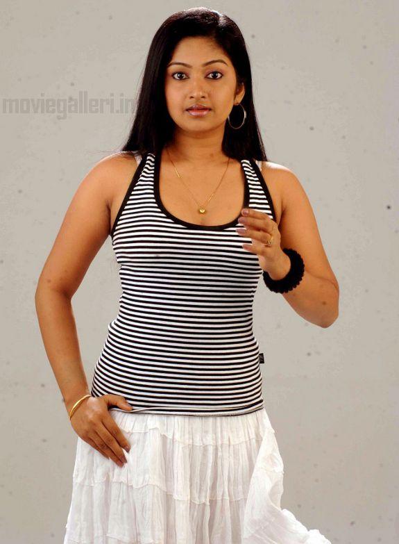 http://4.bp.blogspot.com/_kLvzpyZm7zM/S7cb9gJQ-LI/AAAAAAAAIyM/2htjkxzg644/s1600/Actress-Mithra-Hot-Stills-pictures-10.jpg
