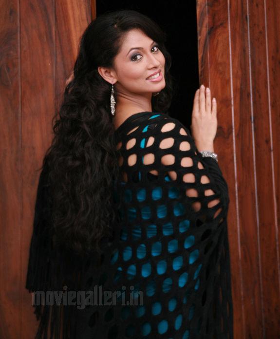 http://4.bp.blogspot.com/_kLvzpyZm7zM/S9l-kKRslII/AAAAAAAAKy8/JCZ6fqnhjy4/s1600/tamil-actress-pooja-umashankar-hot-photos-pics-wallpapers-04.jpg