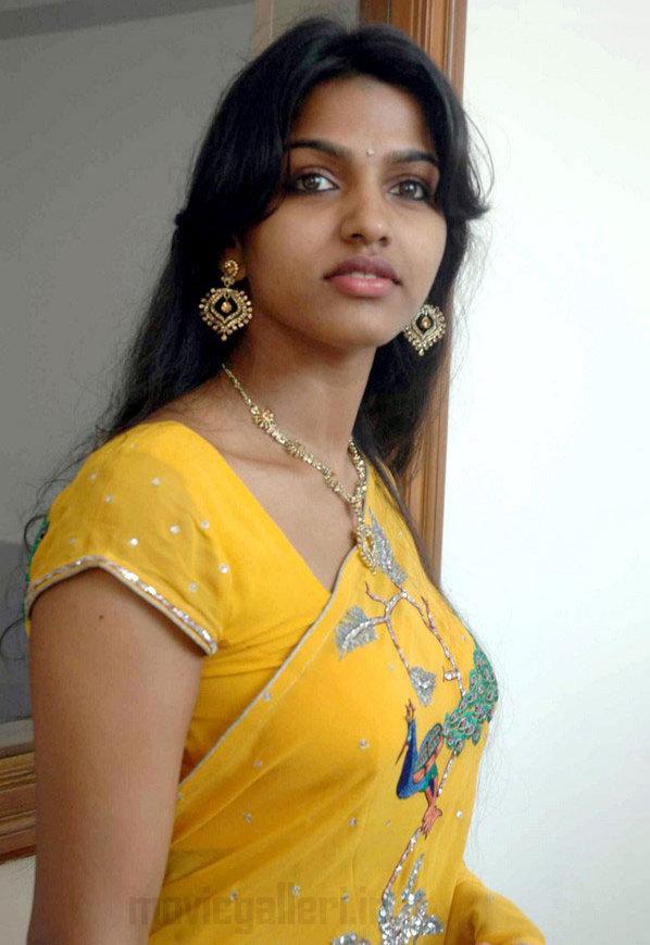 Actress Dhanshika Hot Saree Stills