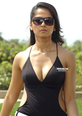 Anushka+Sexy+Photos-5