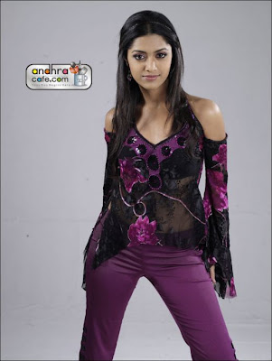 Tollywood+Hot+Girl+Mamata+Mohan+Das+Stills-1