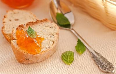 Домашен сладък хляб със сладко от пияни праскови