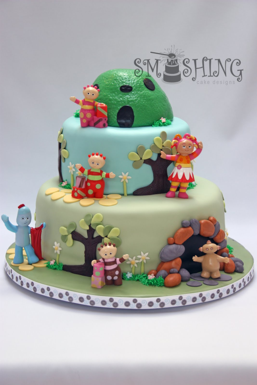 Smashing Cake Designs: First Birthday