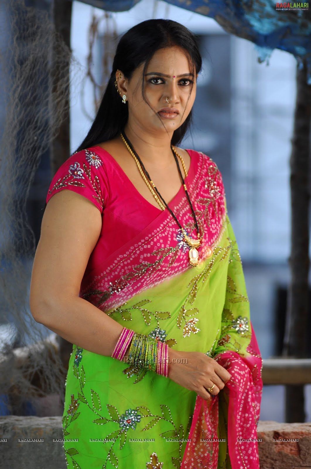 Tollywood Aunties And Actresses Hot Raksha Aunty In Saree 2-3821
