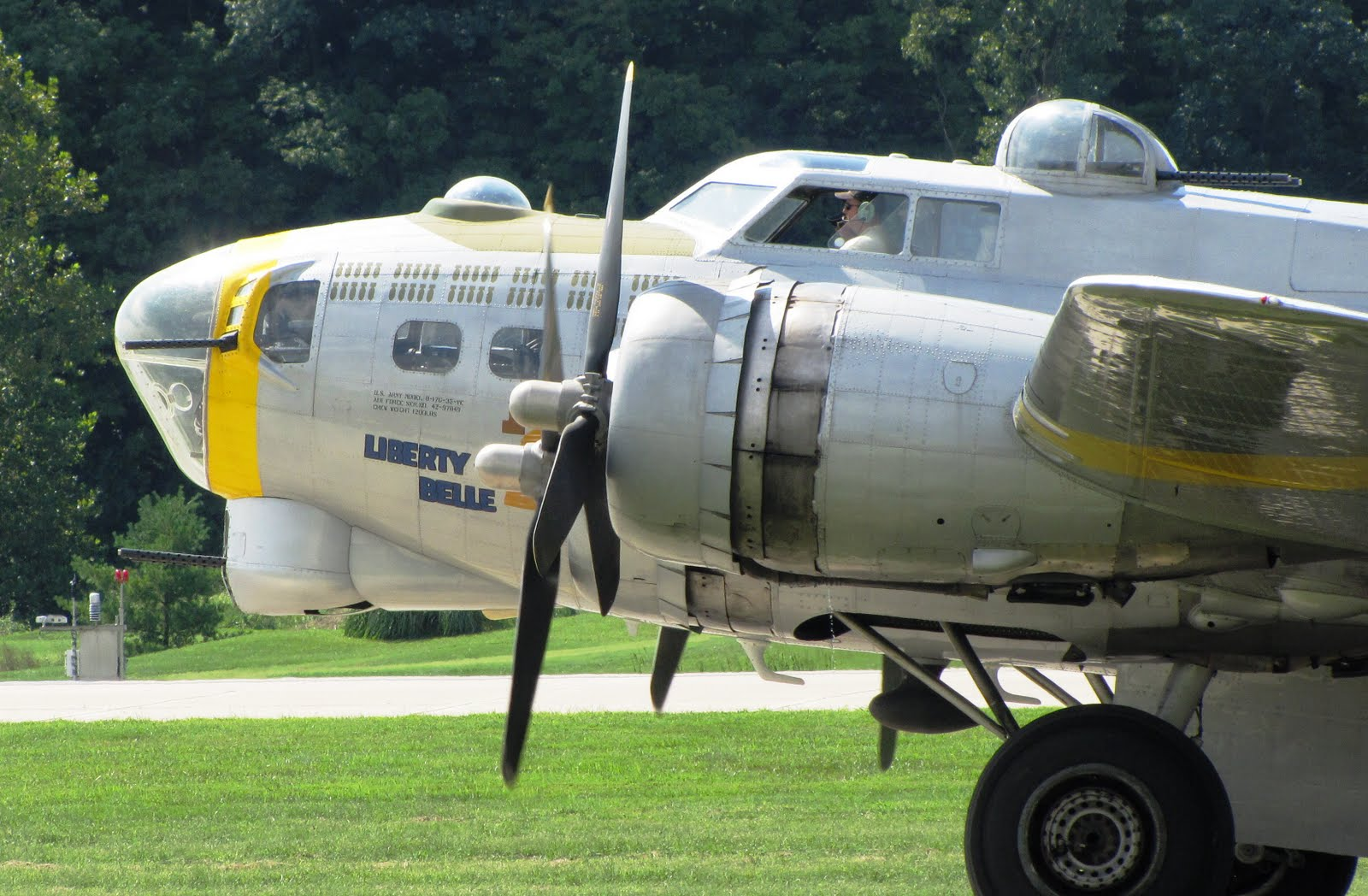 "Taxi Springfield Mo >> The Aero Experience: B-17G ""Liberty Belle"" Makes Stop at Spirit of St. Louis Airport"