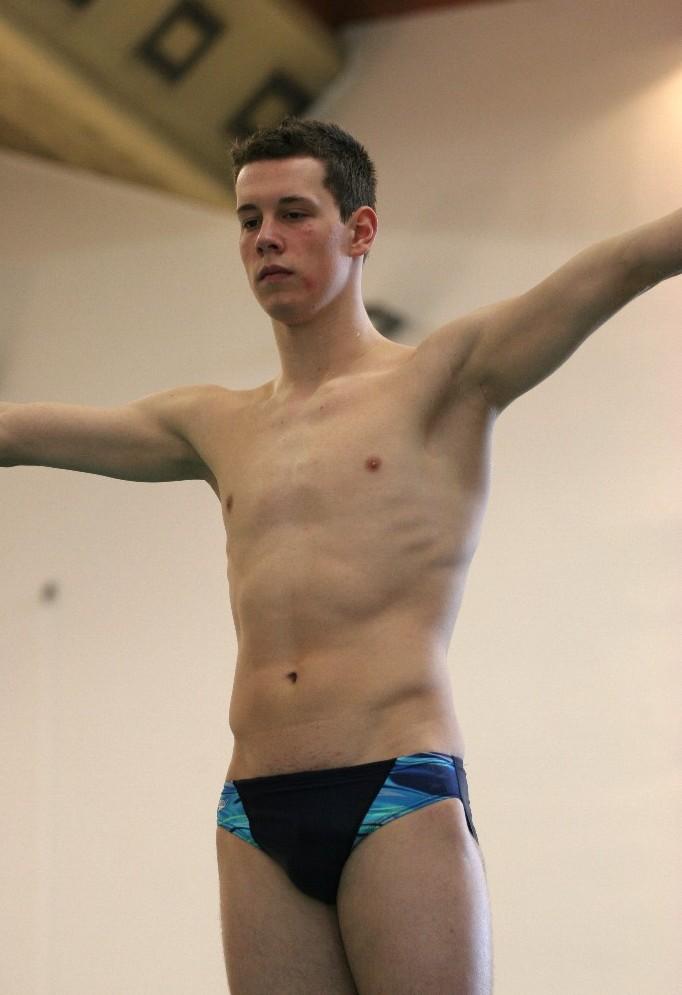 HOT BODYBUILDER AND GYMNASTS BLOG: boys (10) swimming