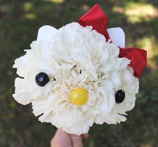 haciendo a Hello Kitty de flores
