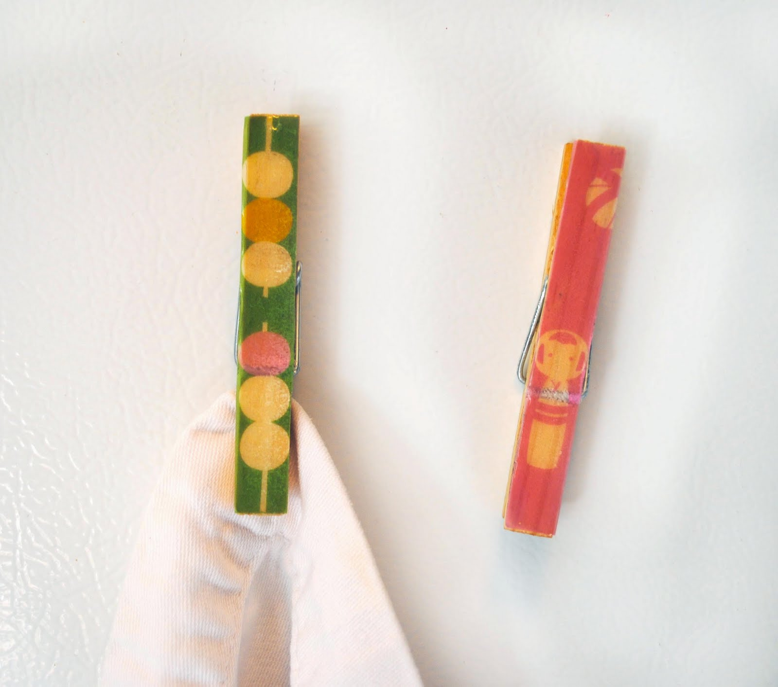 Here's a little handy craft for the kitchen, clothespin magnets. These ...