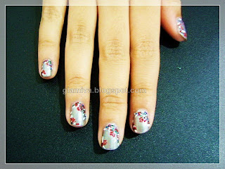 grey sakura purple batik flower nail art during workshop