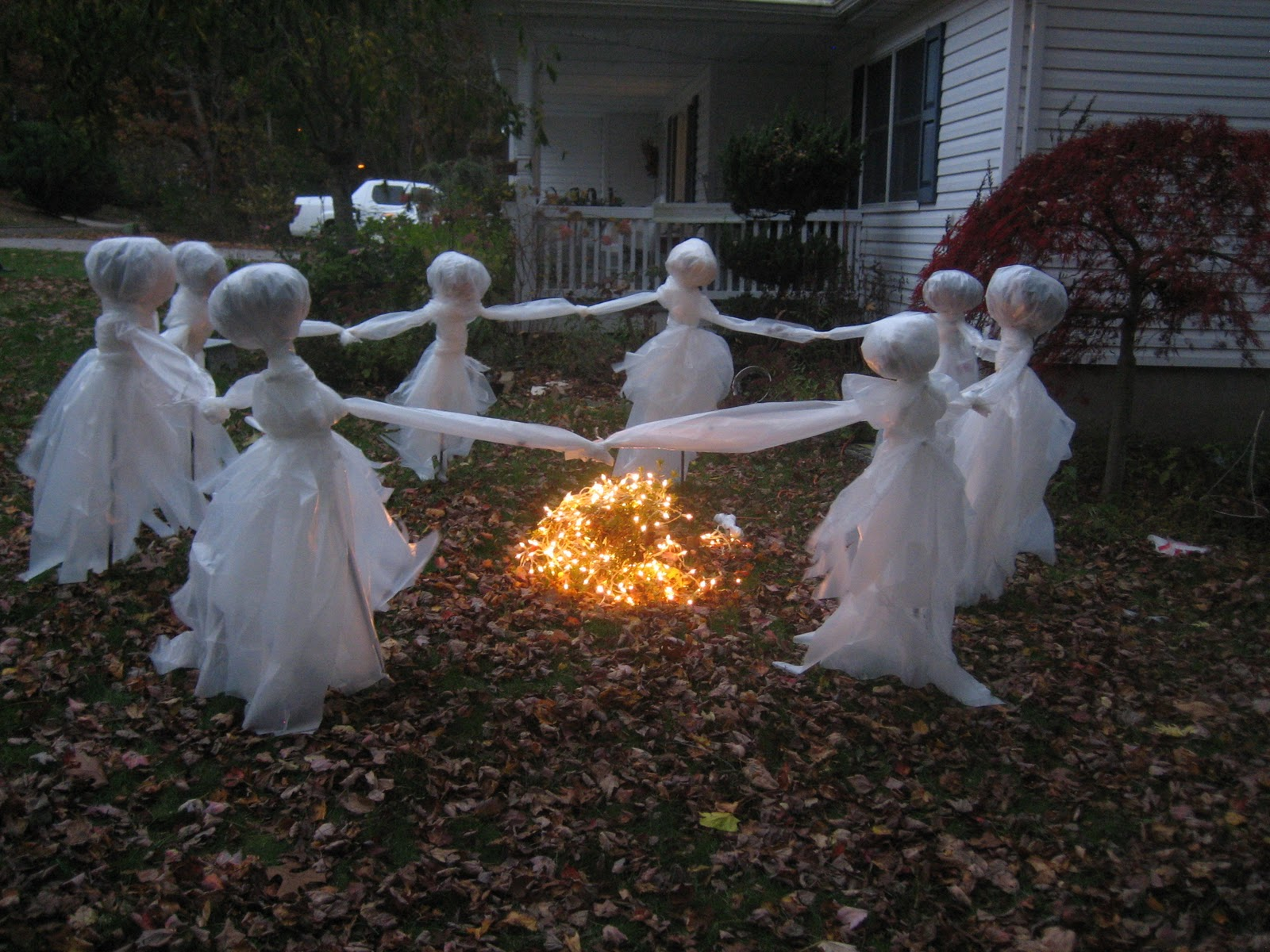 Andrea Macias (maukchacha) on Pinterest - Halloween Ghost Decorations