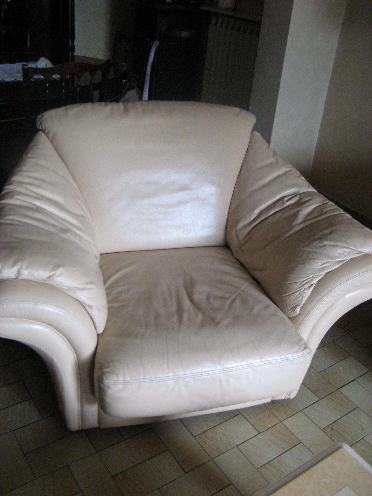 la brocante de jardin 38 canap cuir beige ros 3 places non convertible. Black Bedroom Furniture Sets. Home Design Ideas