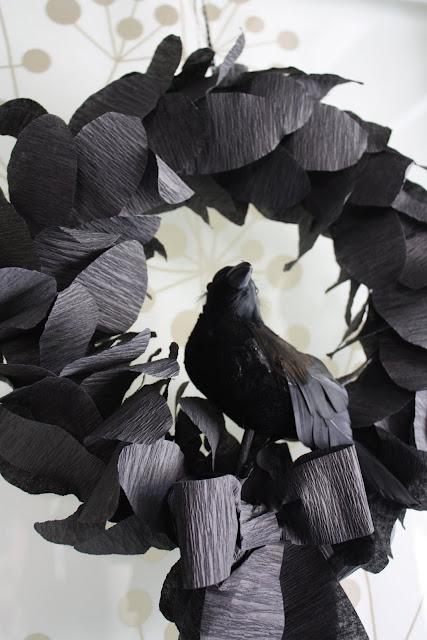 http://4.bp.blogspot.com/_lBp7YCucdVE/TJQTWDUFu2I/AAAAAAAAFHI/xSnzny07eSU/s1600/Nevermore+Wreath+005.JPG