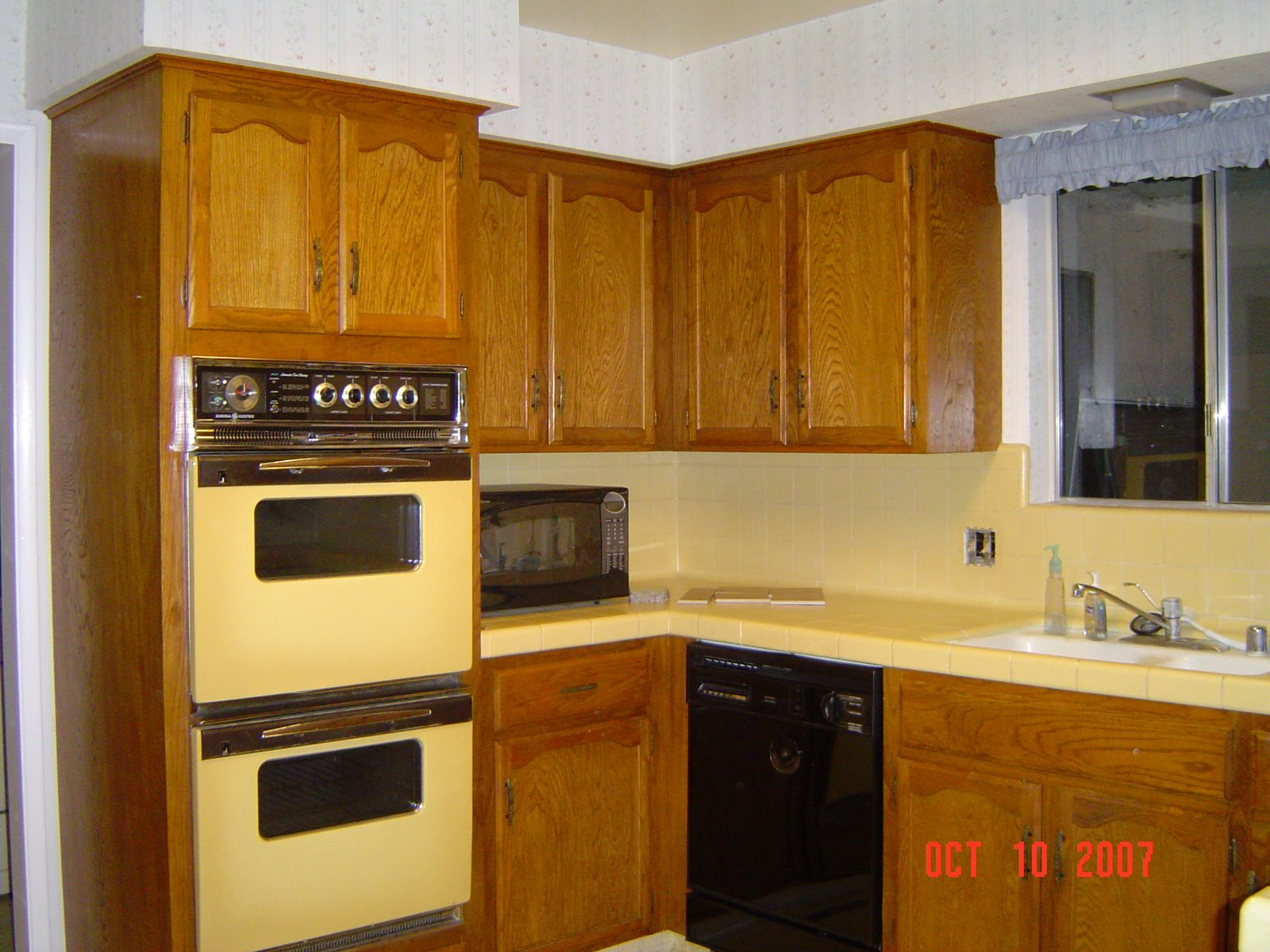Medium image of stephanie u0027s scribbles  goodbye to the 70 u0027s style kitchen