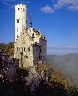 Castelo Lichtenstein, ou Castelo do Conto de Fadas, do século XII, um dos ícones no imaginário da Idade Media, localizado em Baden-Wurttemberg, Alemanha.