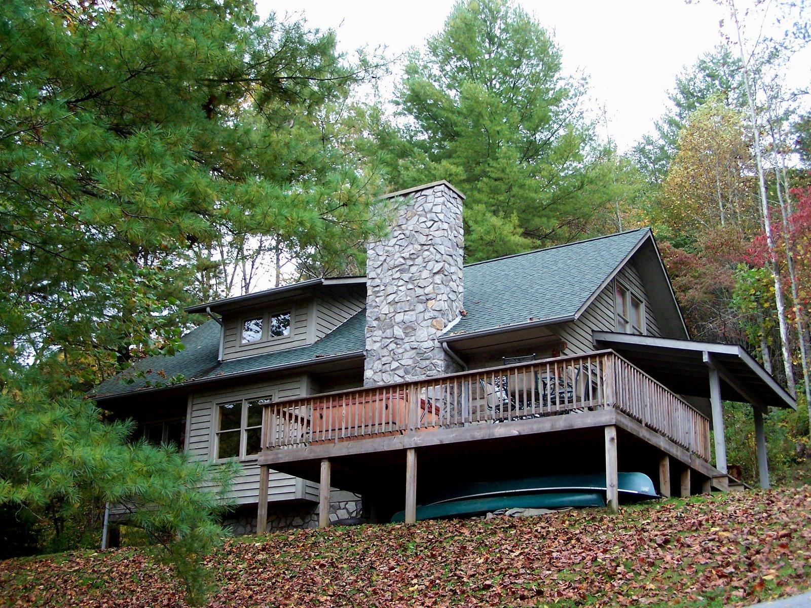 North Carolina Mountains: Lazy River Cabin
