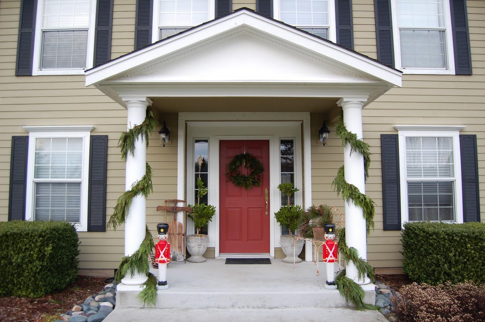 Saltbox treasures welcome to our home for christmas - Porches de casas ...