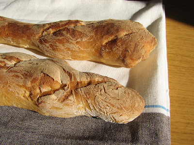 Baguette parisienne ; recette de pain français (Cuisine française) 1