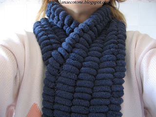 Lana e Cotone (maglia e uncinetto)  Sciarpa con lana pon pon 23f169028f73