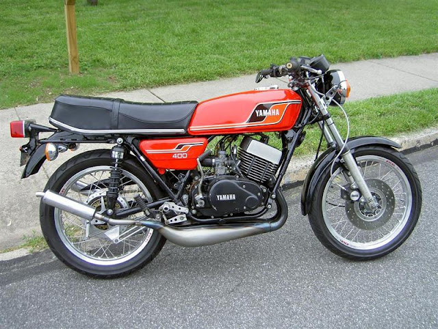 Extreme Machines : Yamaha RD400