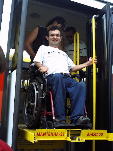 Resultado de imagem para ônibus  para cadeirantes em Caruaru