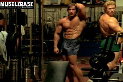 musclebasebody arnold schwarzenegger training in gold's gym