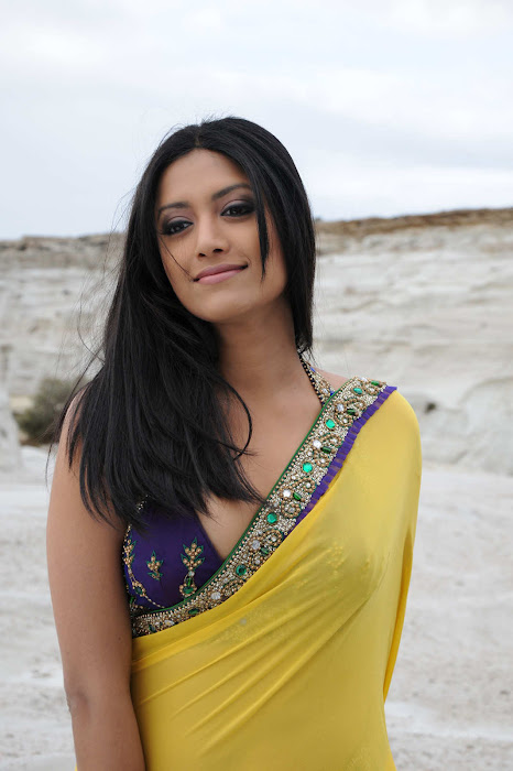 small mamtha mohandas yellow saree mamtha movies mamtha mohandas yellow saree latest photos