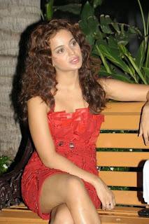 View Girl Wallpaper Sexy Girl Bikini New Lip Locking Actress Kangana Ranaut