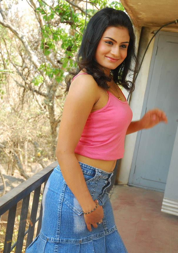 Sexy Girl Bikini New Tamil Sex Bomb Actress Jyothy Photos -4040