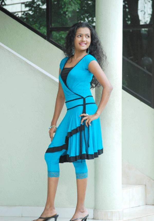 Sexy Girl Bikini New: Srilankan young teen actress and ...