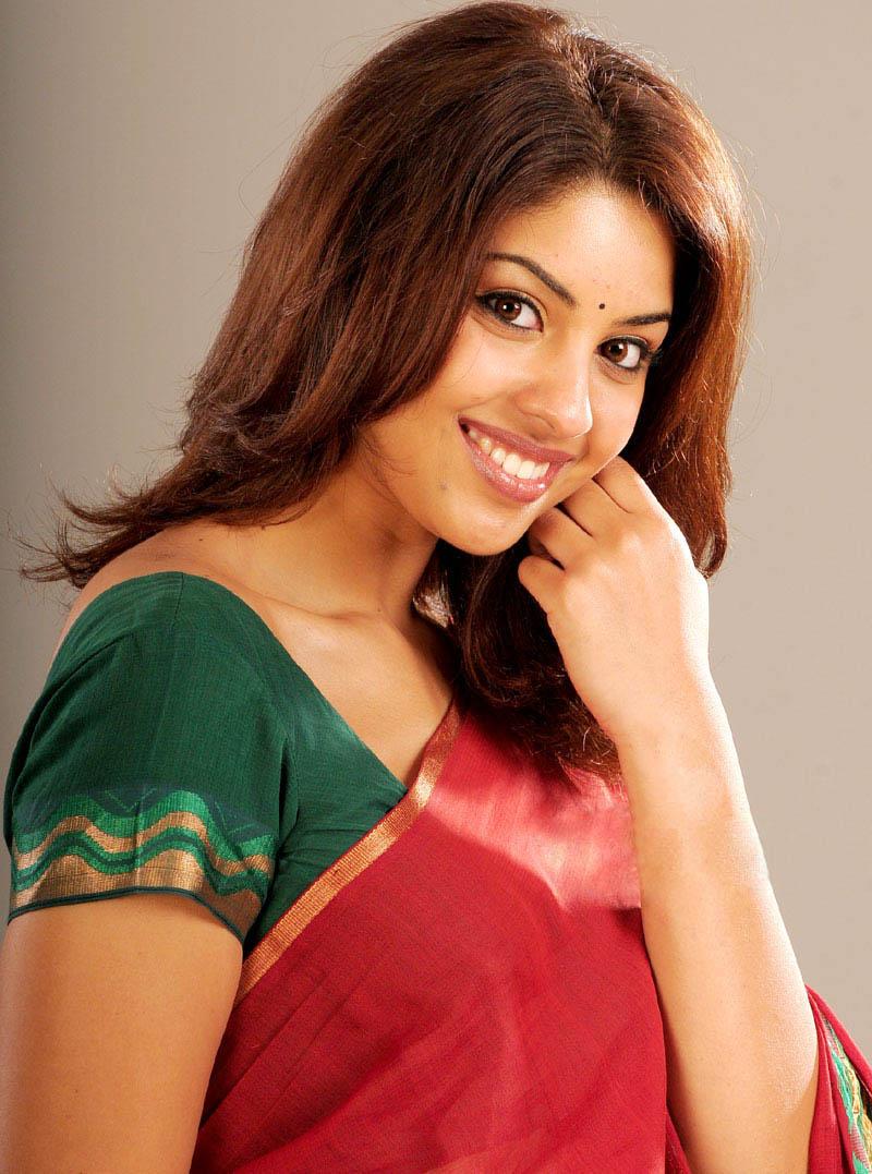 Richa Gangopadhyay - In Mirapakay Telugu Movies Hot Saree ...