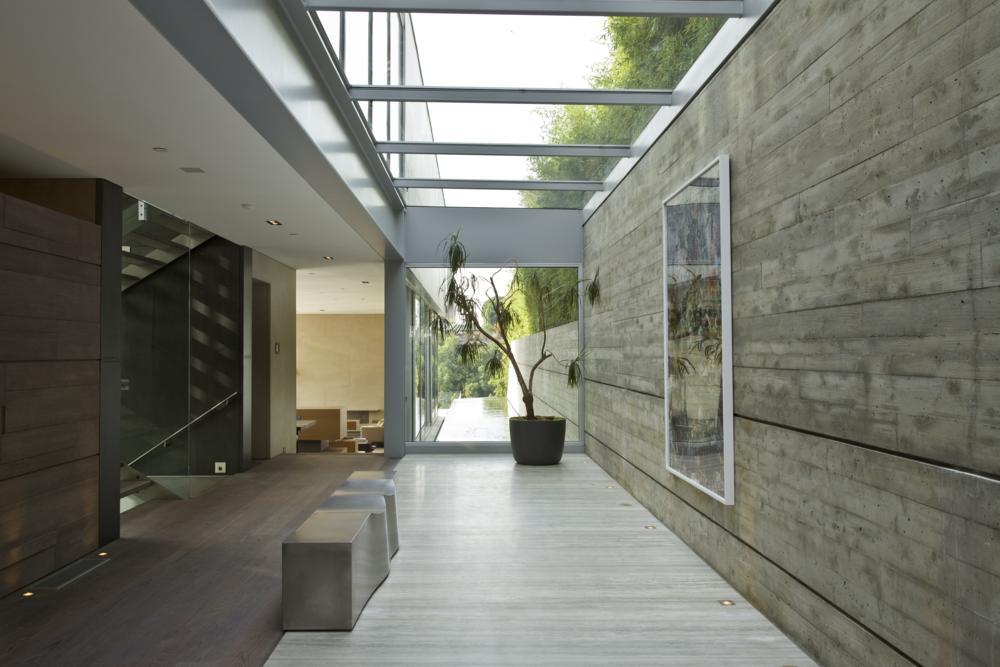 Casas minimalistas y modernas pasillos vanguardistas for Casa minimalistas