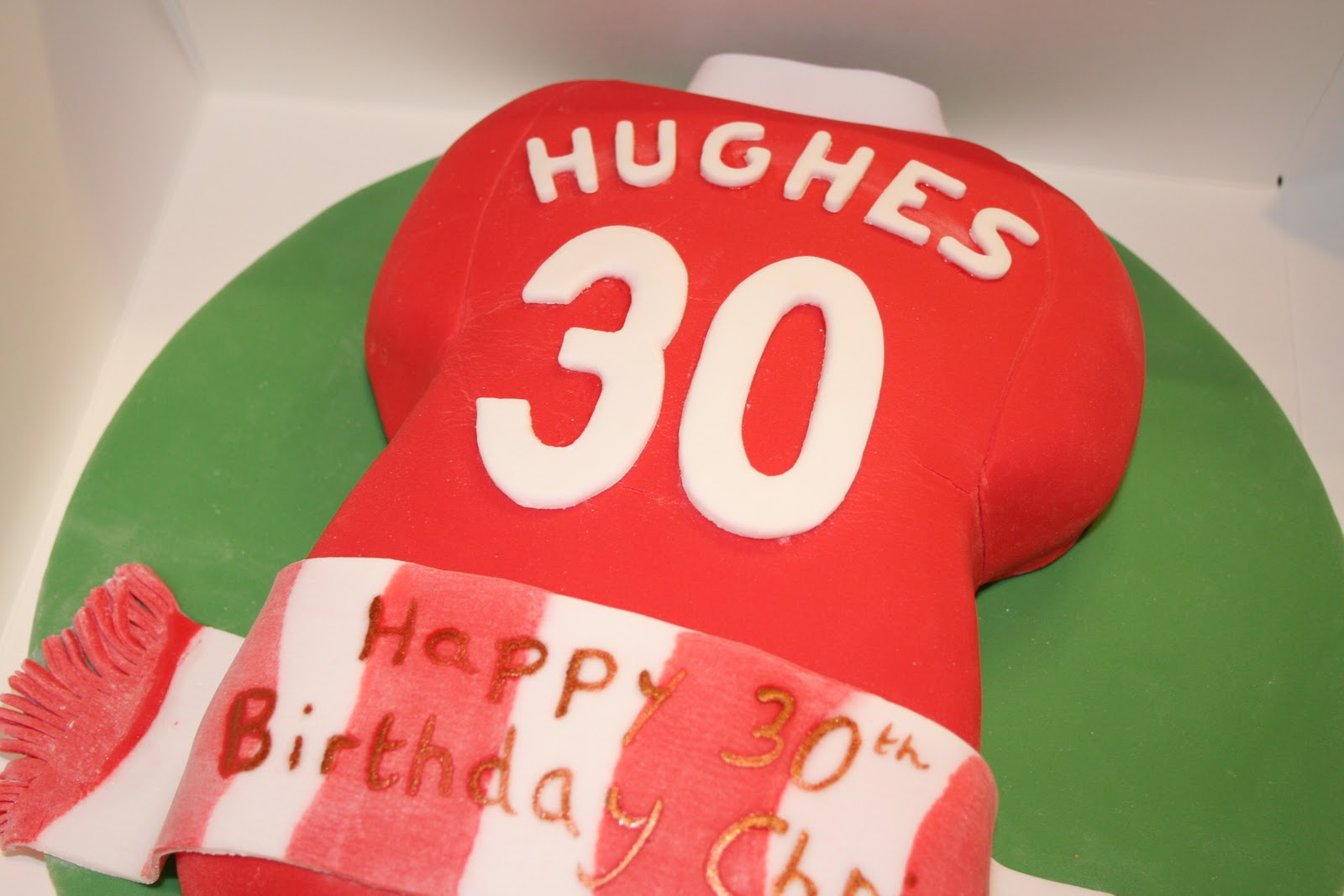 A Manchester United Fan Turning 30 Deserved Personalised Cake It Is Vanilla Sponge With Strawberry Jam And Buttercream Filling Decorated Using