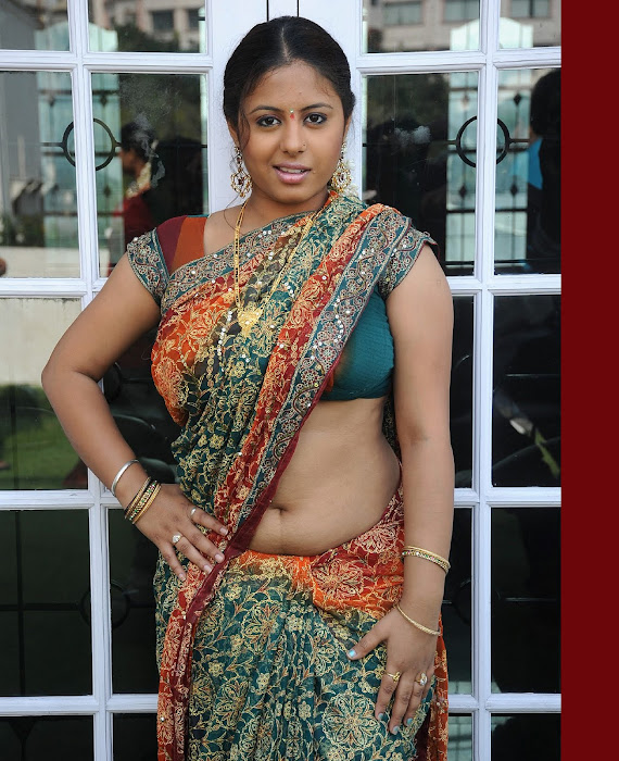 sunakshi in saree actress pics