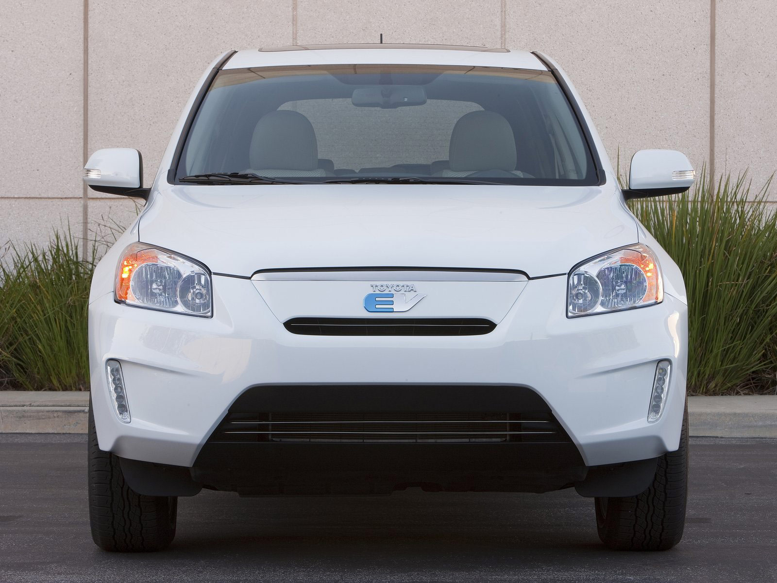 Gambar mobil TOYOTA RAV4 EV Concept 2010