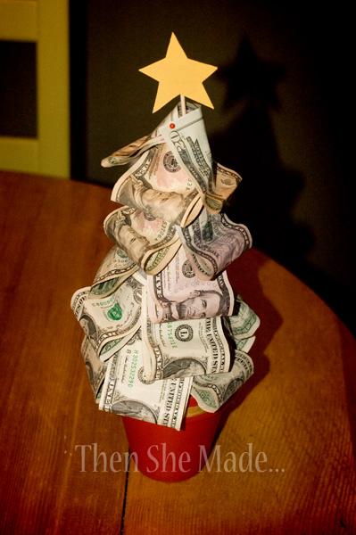 Christmas Origami Using Money | LoveToKnow | 600x399