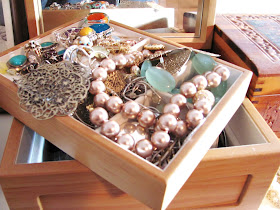 Mamaw's Place: Ideas for jewelry organizing....