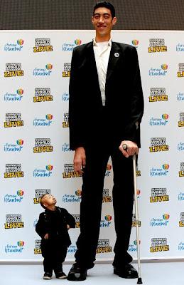 مقابلة اطول رجل مع اصغر رجل