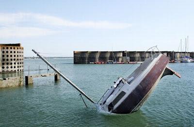 [Image: sunken_yacht_06.jpg]