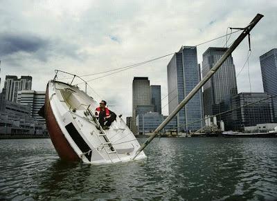 [Image: sunken_yacht_02.jpg]