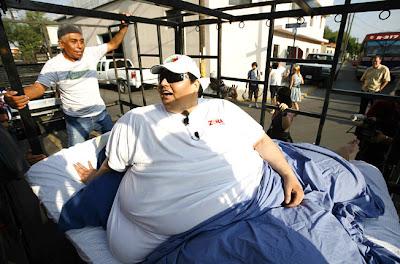 [Image: Fattest_Man_06.jpg]